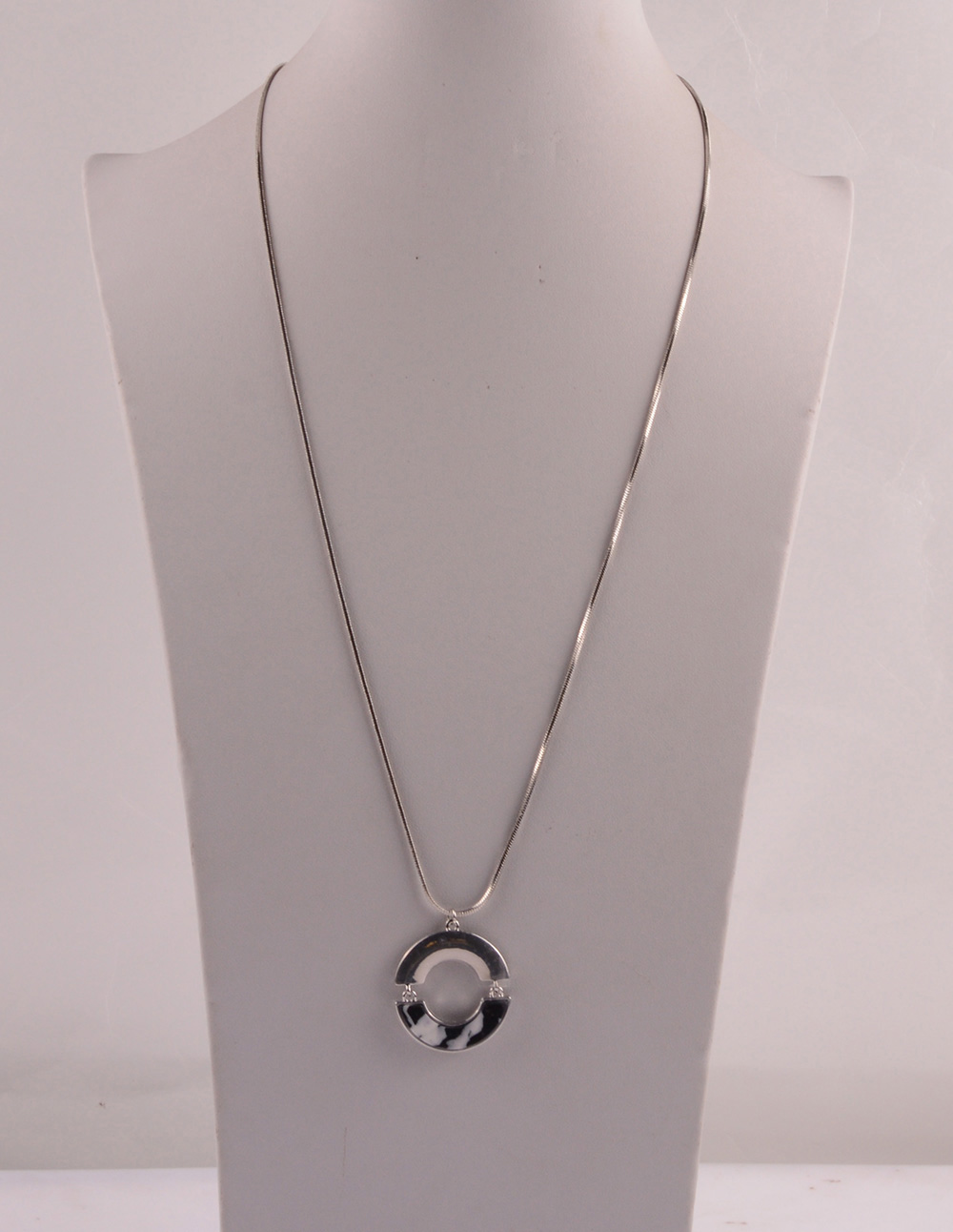 907531 Lady Long Necklace